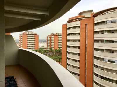 Cerramiento para balcón de vivienda (antes)