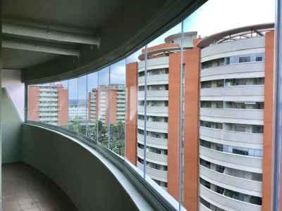 Cerramiento para balcón de vivienda (después)